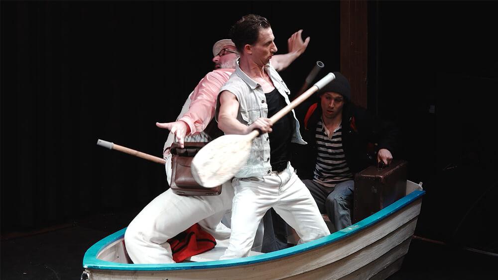 Spiel.Werk – Drei Männer sitzen im selben Boot