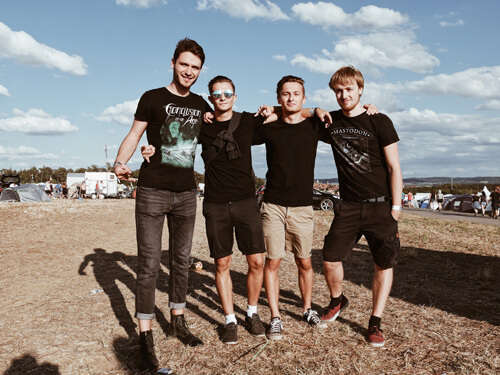 Julian (23), Kevin (24), Philip (22) und Micha (22), (Michael (20): auch auftretende lokale Bands wie Conclusion Of An Age finden das Green Camping Konzept toll