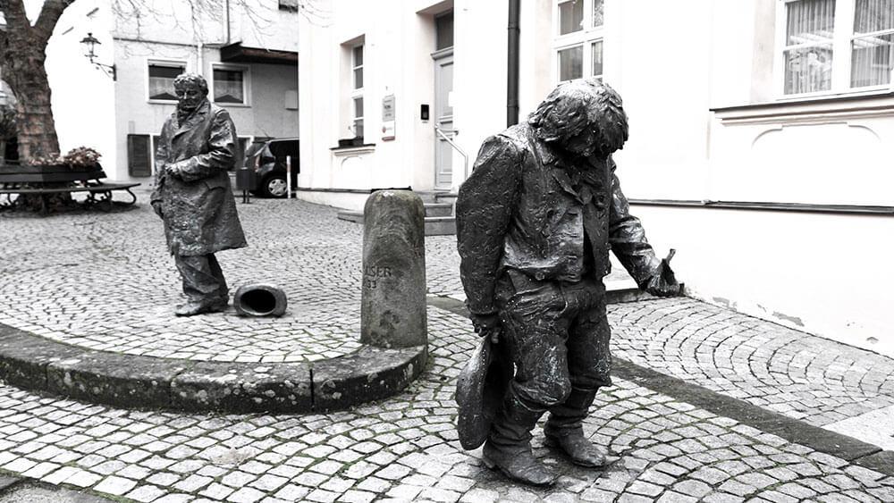 Kasper Hauser Steinstatue