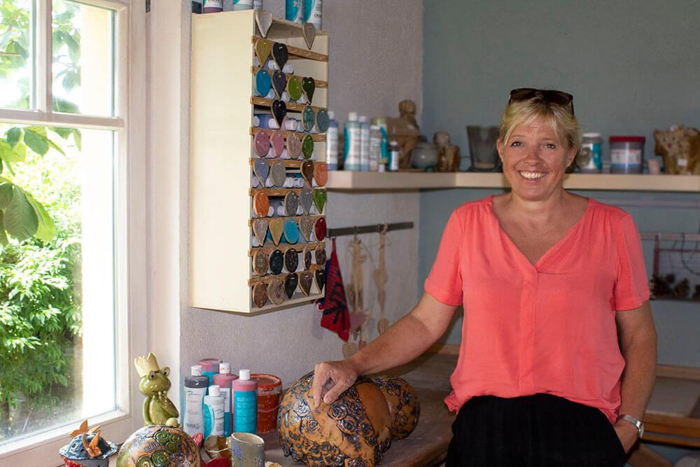 Mit Heimat verbindet Christine Krach unter anderem ihre eigene Töpferwerkstatt.