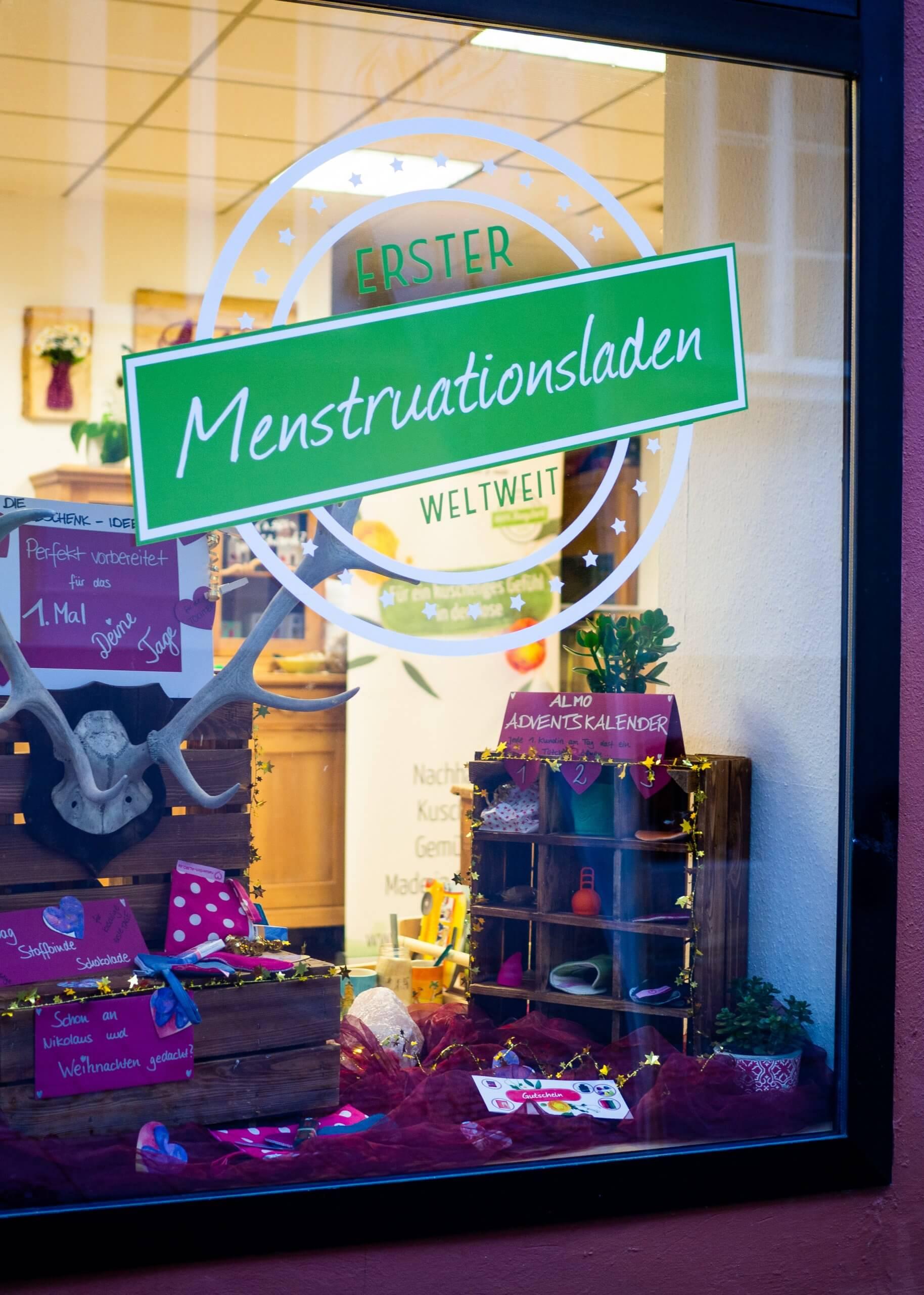Ein Bild vom Schaufenster vom Menstruationsladen.
