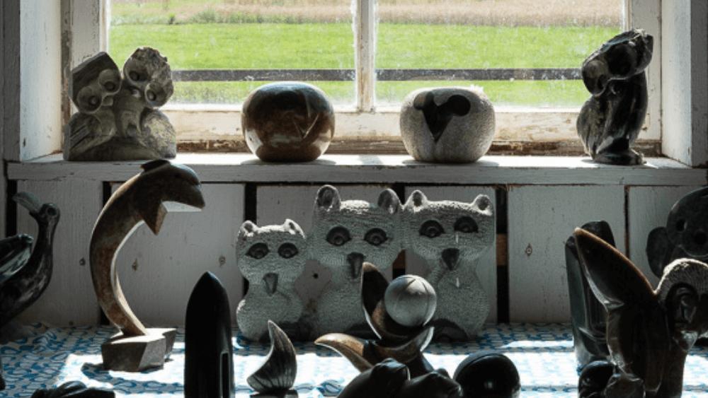 Eine Auswahl der kleineren Into-Africa Skulpturen.