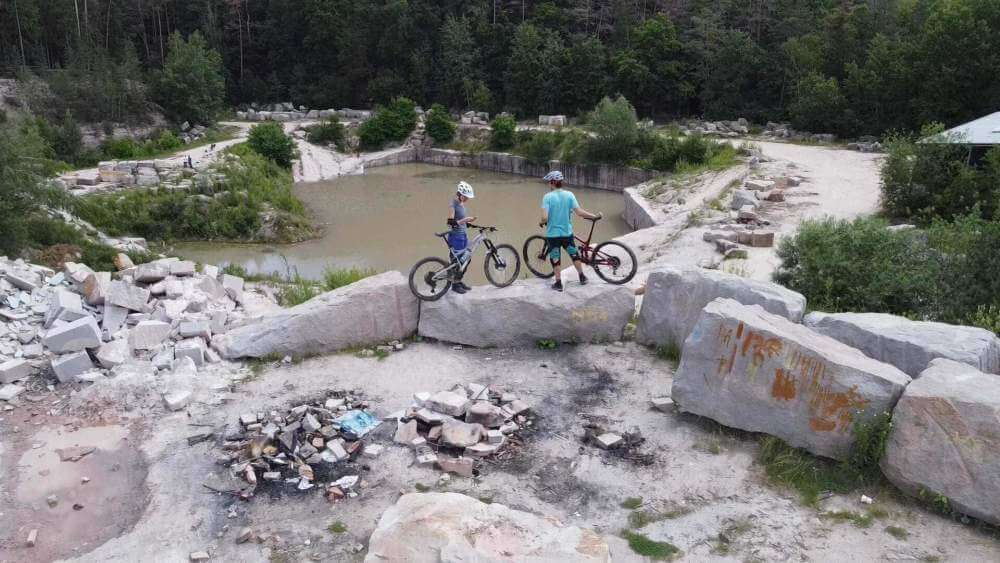 Zwei Mountainbiker am Steinbrüchlein