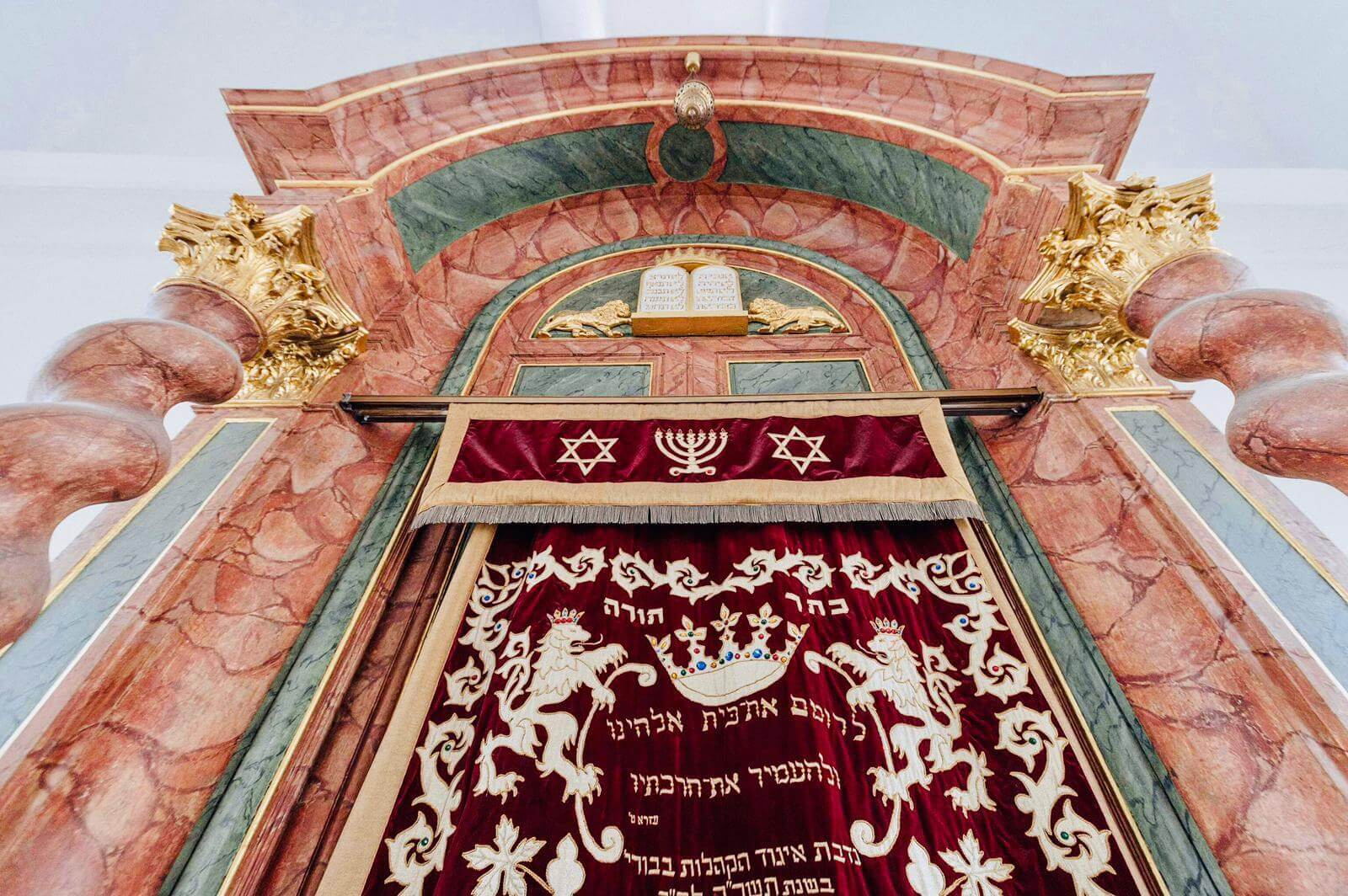 Der Innenraum der Ansbacher Synagoge.
