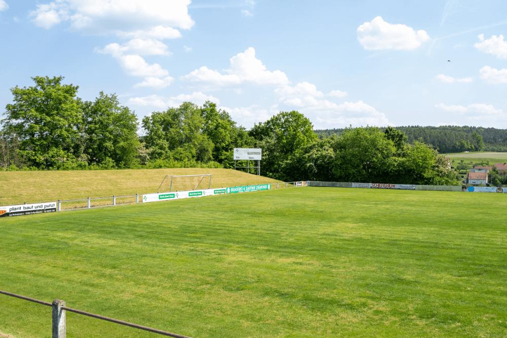 Der TSV Vestenbergsgreuth ist im Stadion am Schwalbenberg zu Hause