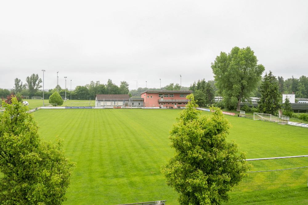 Der SV Weinberg ist an der Vehlberger Straße beheimatet